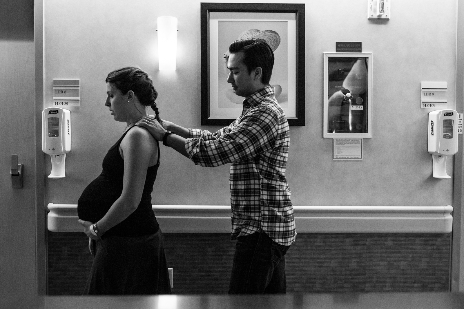 Lawren Rose Photography snaps a photo of a husband and pregnant wife walking the halls of Baylor University Medical Center in Dallas Texas as she progresses in labor