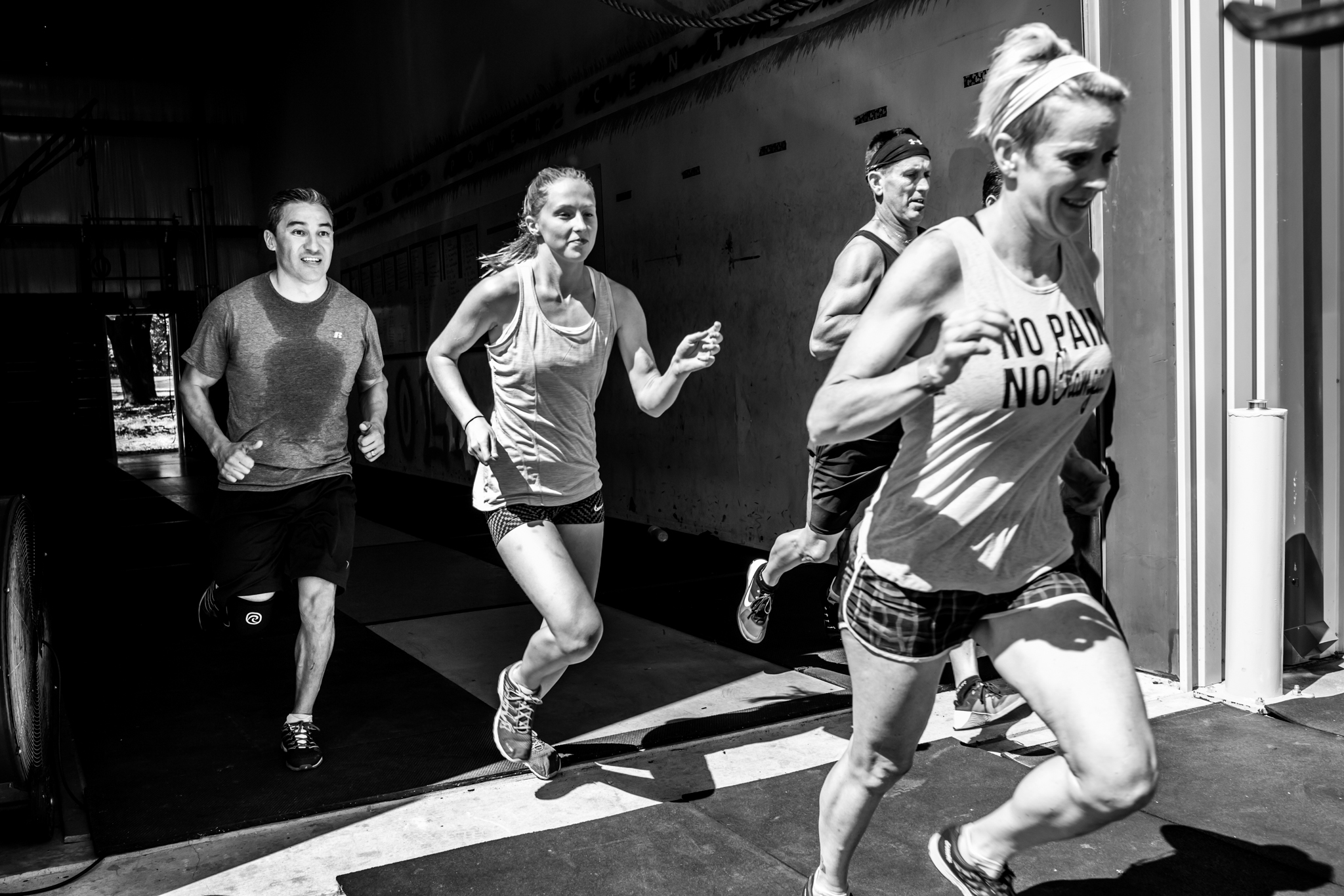 Dallas Business Photographer Lawren Rose Photography captures a photo of several people running at a local crossfit gym in aubrey texas