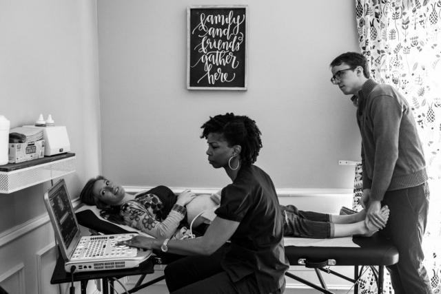 Lawren Rose Photography captures a photo of a family getting their first sonogram of their 20 week old fetus