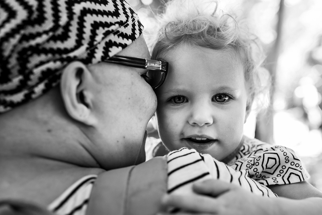 Lawren Rose Photography snaps a picture of a cancer mom snuggling with her 2 year old baby girl during a Fort Worth Zoo Trip as a family