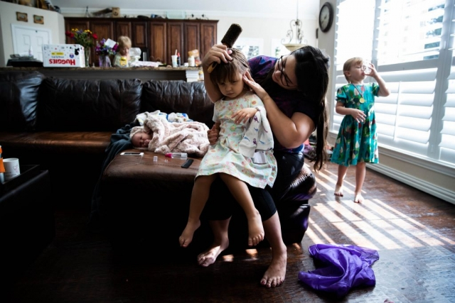 day in the life of a mom with her 3 daughters